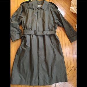 Burberry men's dark olive trench coat sz 42. XL